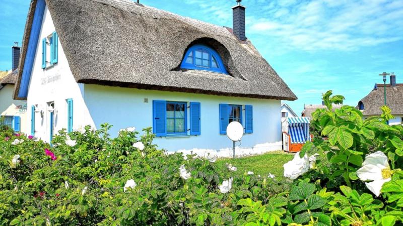 Schöne Ferienhäuser und Ferienwohnungen auf der Insel Rügen begeistern mich seit 26 Jahren deshalb haben wir über 1600 Immobilien verkauft.