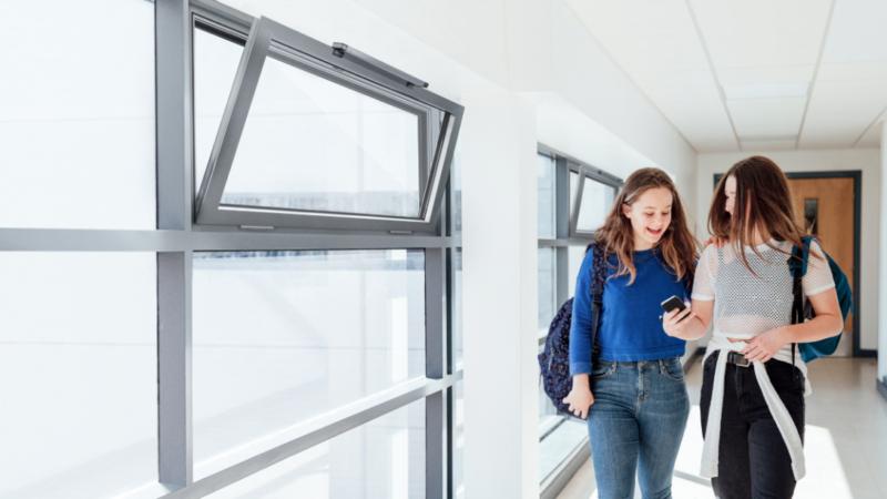 GEZE IQ box Safety – TÜV-geprüfte Absicherung kraftbetätigter Fenster