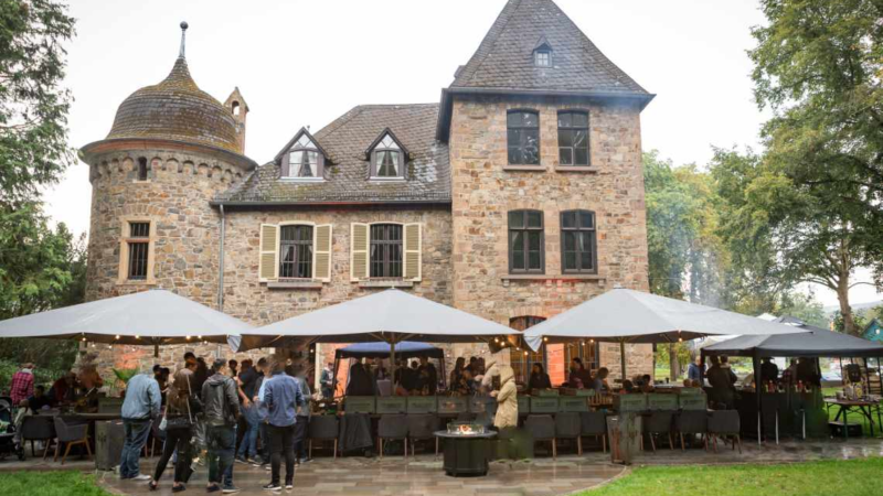 Brainbits feierte 20-jähriges Firmenjubiläum auf Burg Dattenfeld