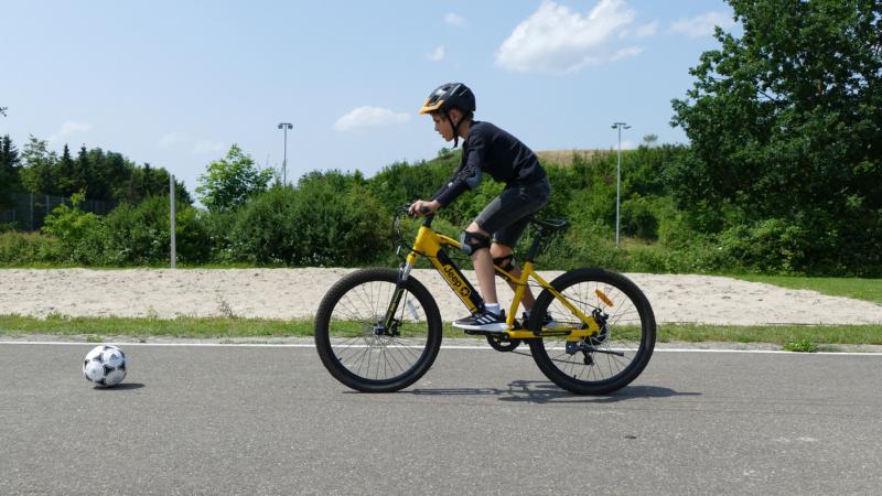 Fahren mit dem E-Bike – diese Übungen sollten Kinder beherrschen