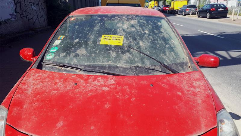 Die Straße ist kein Abstellplatz für defekte Autos