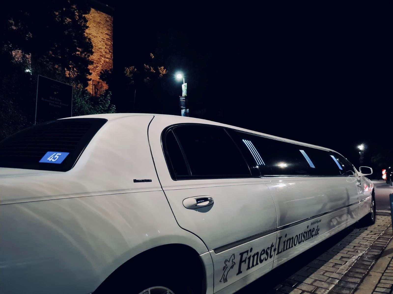 Wenn auf dem Hochzeitsauto eine weiß-blaue Nummer klebt