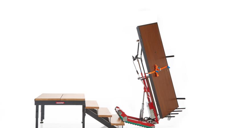 Treppensteiger vs. Treppensackkarre beim Treppentransport