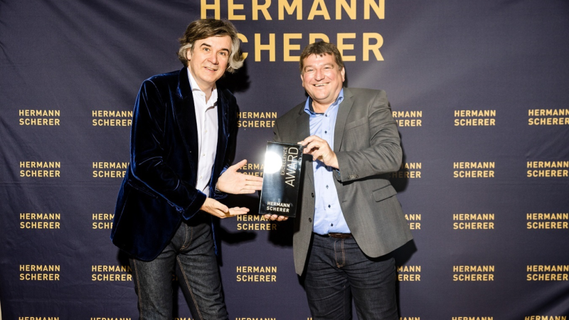 Stefan Ester gewinnt Excellence Award beim Speaker Slam