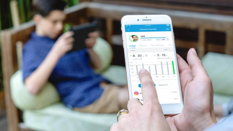 NETGEAR Smart Parental Controls™ ermöglicht Eltern die unkomplizierte Verwaltung und Kontrolle der Bildschirmzeit für die ganzen Familie