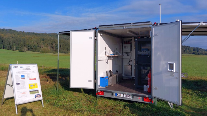 """Proton Motor fuel cell """"PM Module S8"""" integrated into mobile energy trailer"""